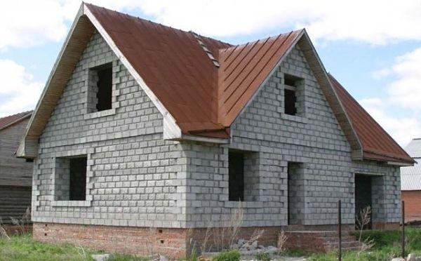 Недостроенный дом из пеноблоков